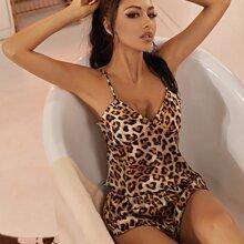 Conjunto de pijama de tirantes de saten con estampado de leopardo