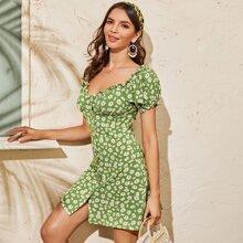 Kleid mit Gaensebluemchen Muster und Knopfen vorn
