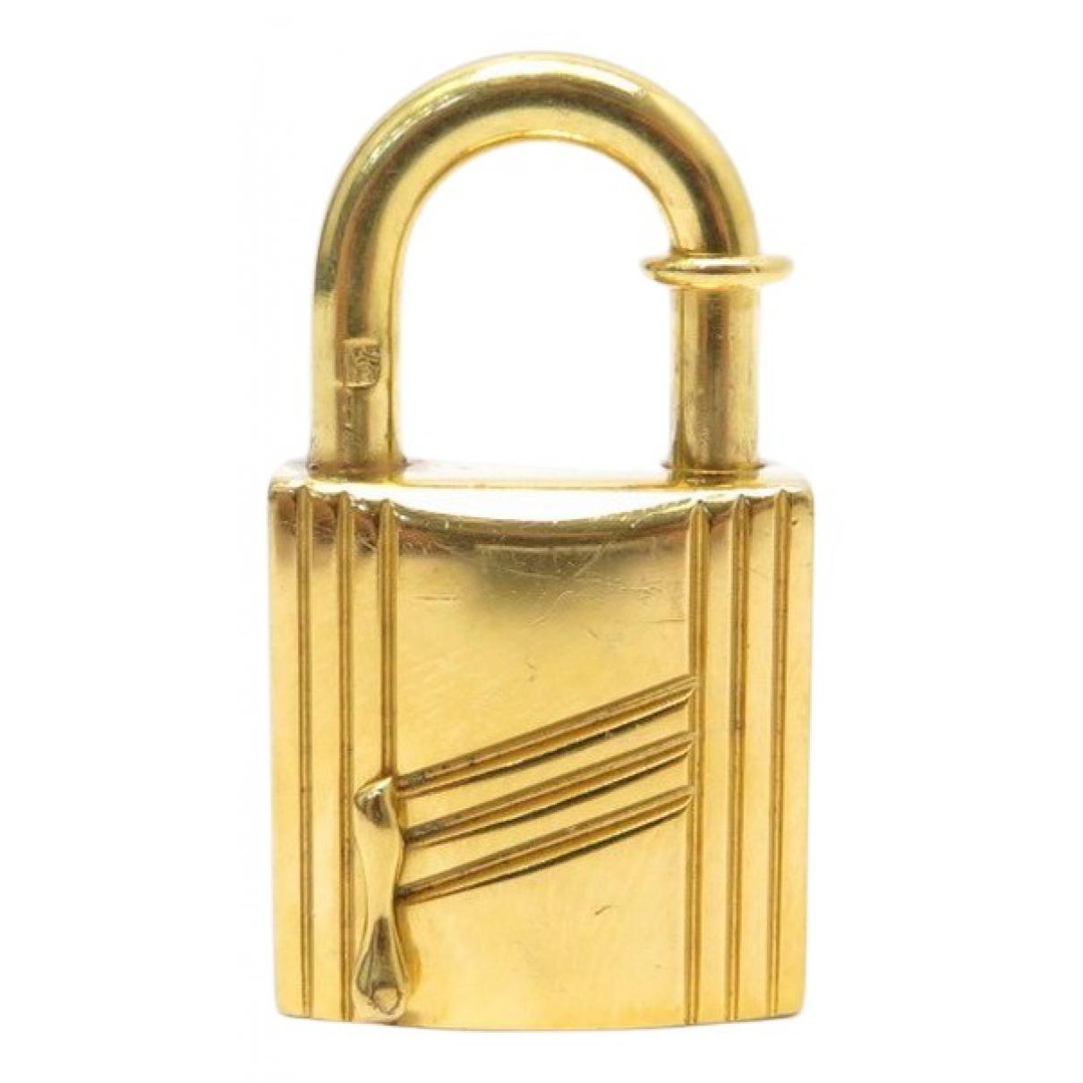 Hermes Cadenas Anhaenger in  Gold Metall