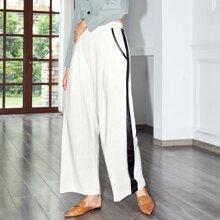 Hose mit Kontrast Ziernaht, schraegen Taschen und breitem Beinschnitt