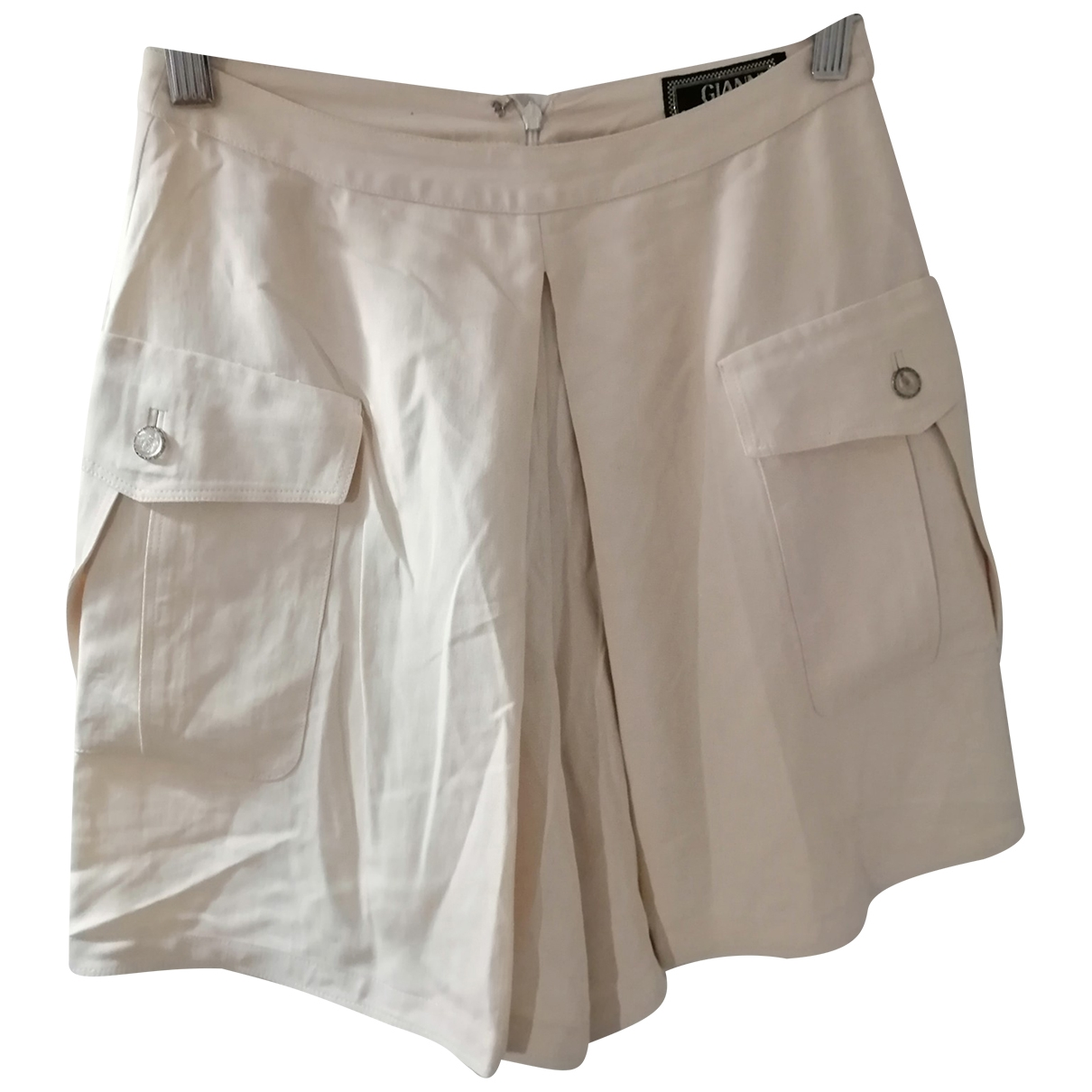 Gianni Versace \N Beige Silk Shorts for Women 36 FR