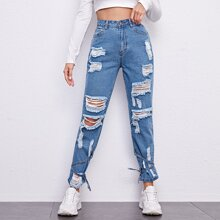 Jeans mit Knoten und Riss