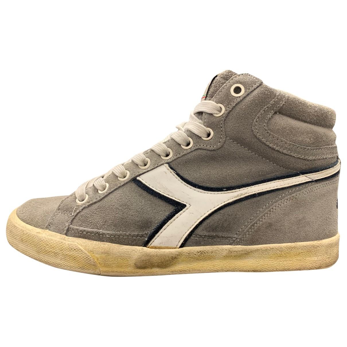 Diadora \N Sneakers in  Grau Veloursleder