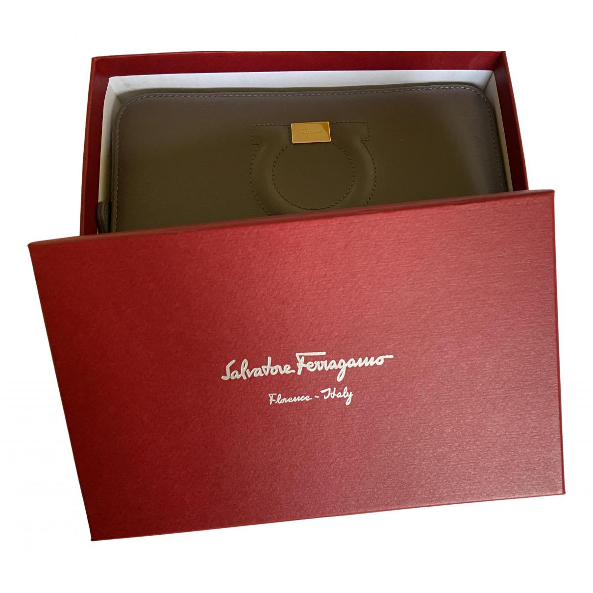 Salvatore Ferragamo - Portefeuille   pour femme en cuir - gris