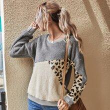 Teddy Sweatshirt mit Cut And Sew Design und Leopard Muster