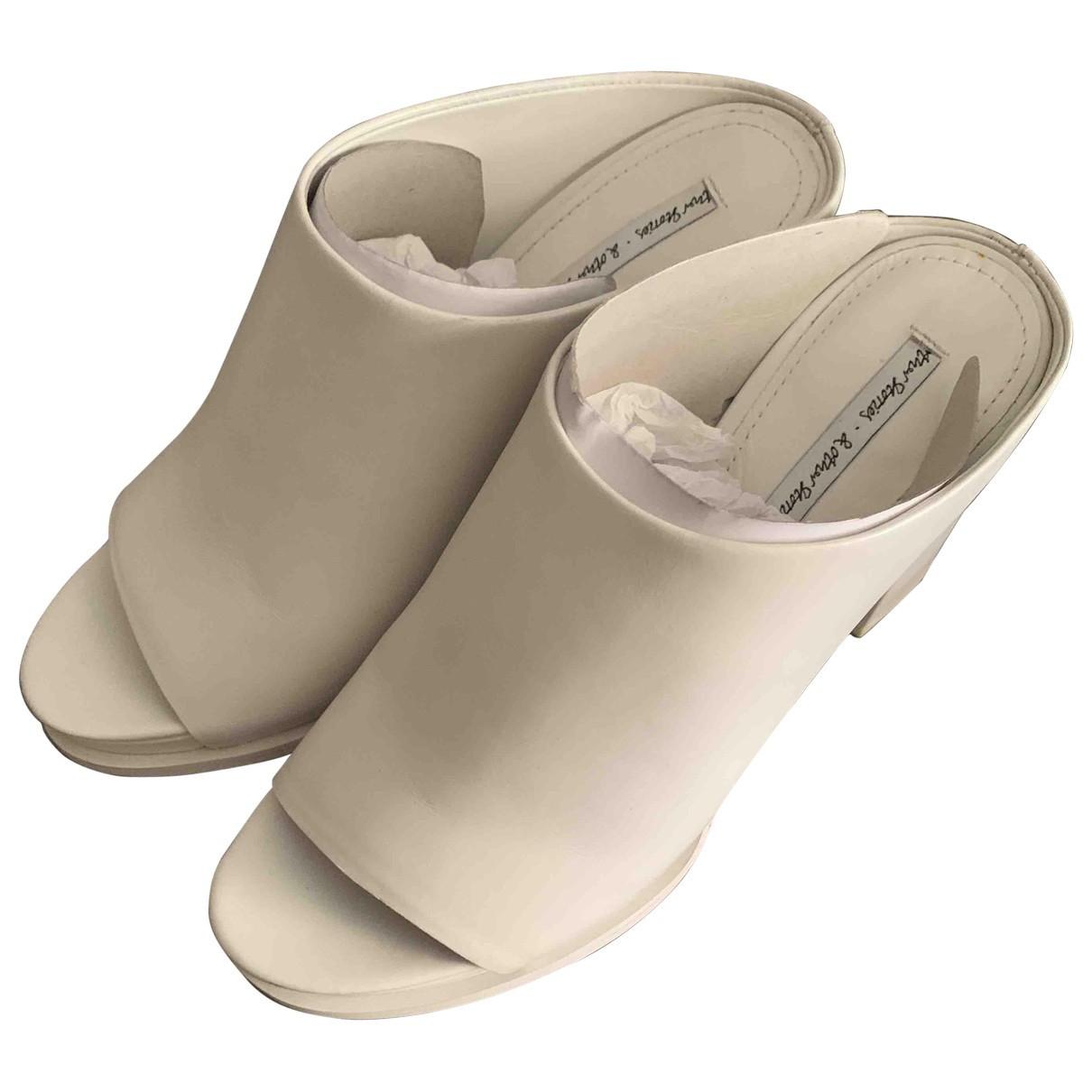 Sandalias romanas de Cuero & Other Stories