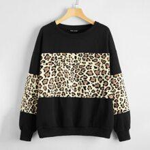 Sweatshirt mit Gepard Muster und sehr tief angesetzter Schulterpartie