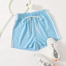 Track Shorts mit seitlichem Streifen und Band vorn