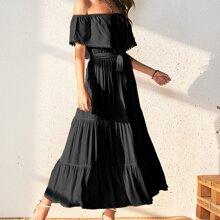 Schulterfreies Kleid mit Guertel