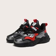 Jungen Sneakers mit Farbblock