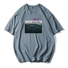 Maenner T-Shirt mit Buchstaben und Tier Muster