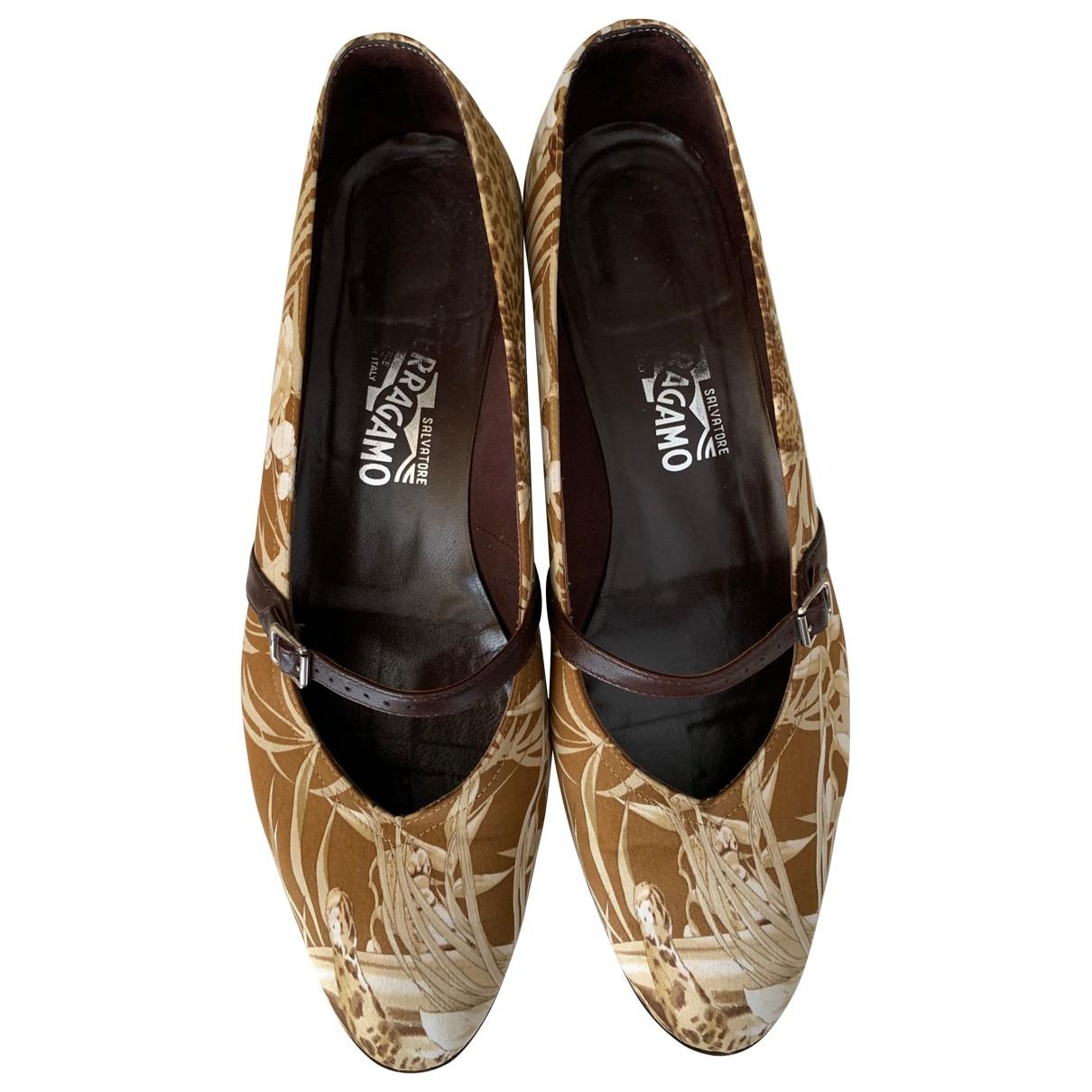 Salvatore Ferragamo \N Brown Cloth Ballet flats for Women 9.5 US