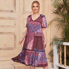 Kleid mit Puffaermeln, Raffungsaum und Stamm Muster