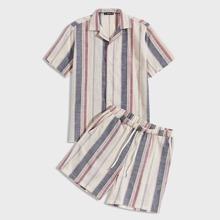 Maenner Hemd mit Streifen und Shorts Set