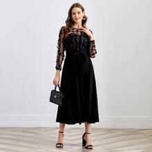 Kleid mit 3D Applikation, Netzstoff und Selbstguertel