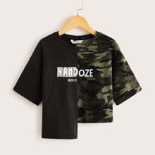 Maedchen T-Shirt mit asymmetrischem Saum und Camo Muster