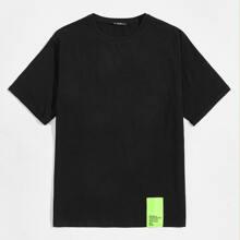 T-Shirt mit Neon Flicken
