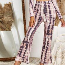 Hose mit Batik und ausgestelltem Beinschnitt