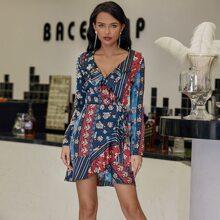 Eilly Bazar Kleid mit Raffungsaum, Wickel Design und seitlichem Band