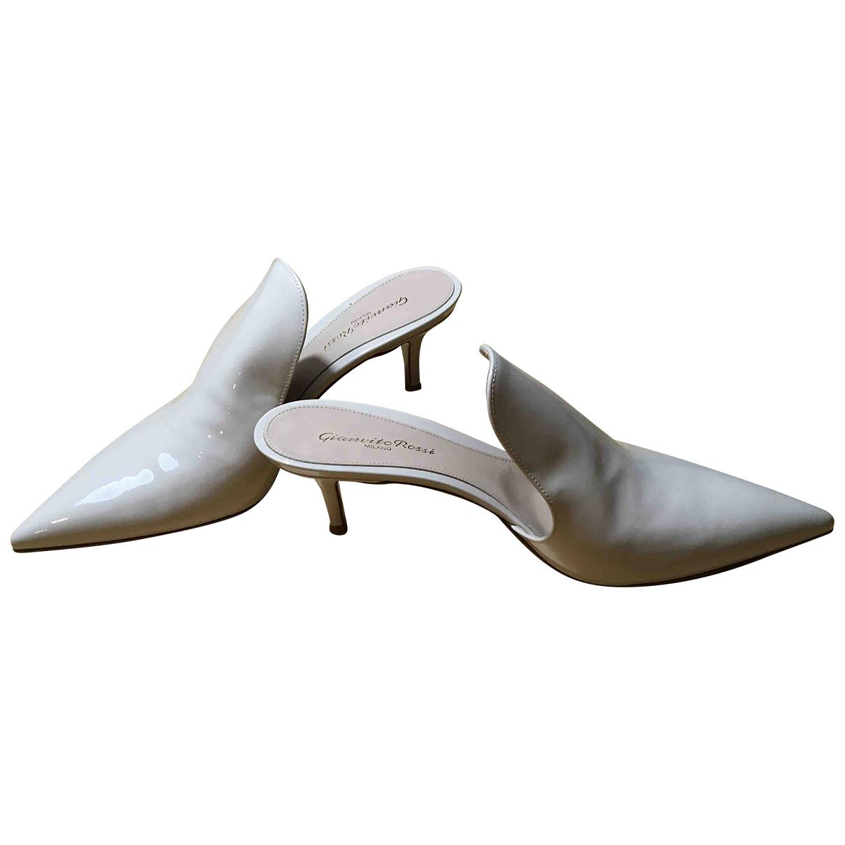 Gianvito Rossi - Sandales   pour femme en cuir verni - beige