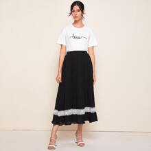 Letter Graphic Tee & Contrast Lace Pleated Skirt