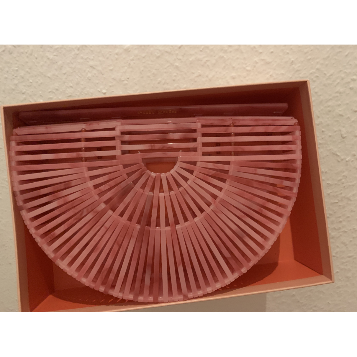 Cult Gaia Acrylic Ark Handtasche in  Rosa Kunststoff