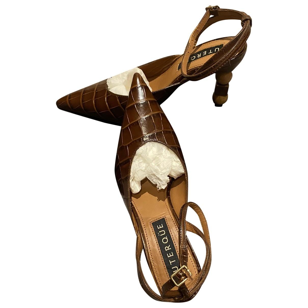 Uterque - Sandales   pour femme en cuir verni - marron