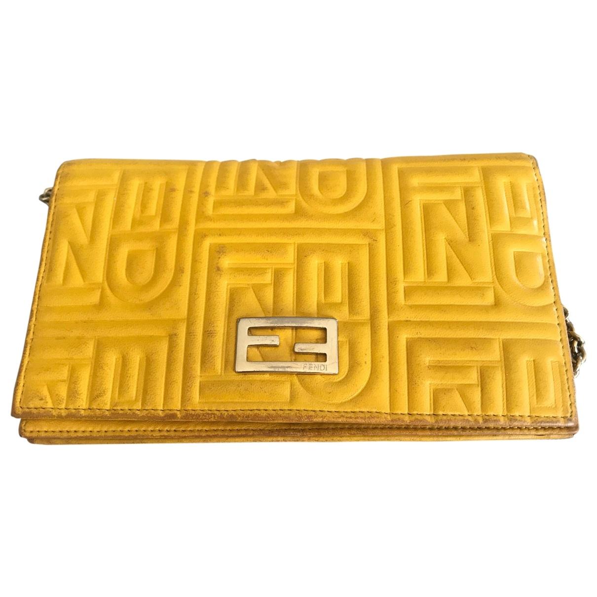 Fendi - Portefeuille   pour femme en cuir - jaune