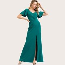 Kleid mit Schlitz und Flatterhuelse