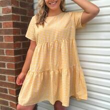 Kleid mit mehrschichtigem Saum und Karo Muster