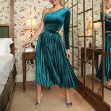 One Shoulder Crop Velvet Tee and Pleated Skirt Set