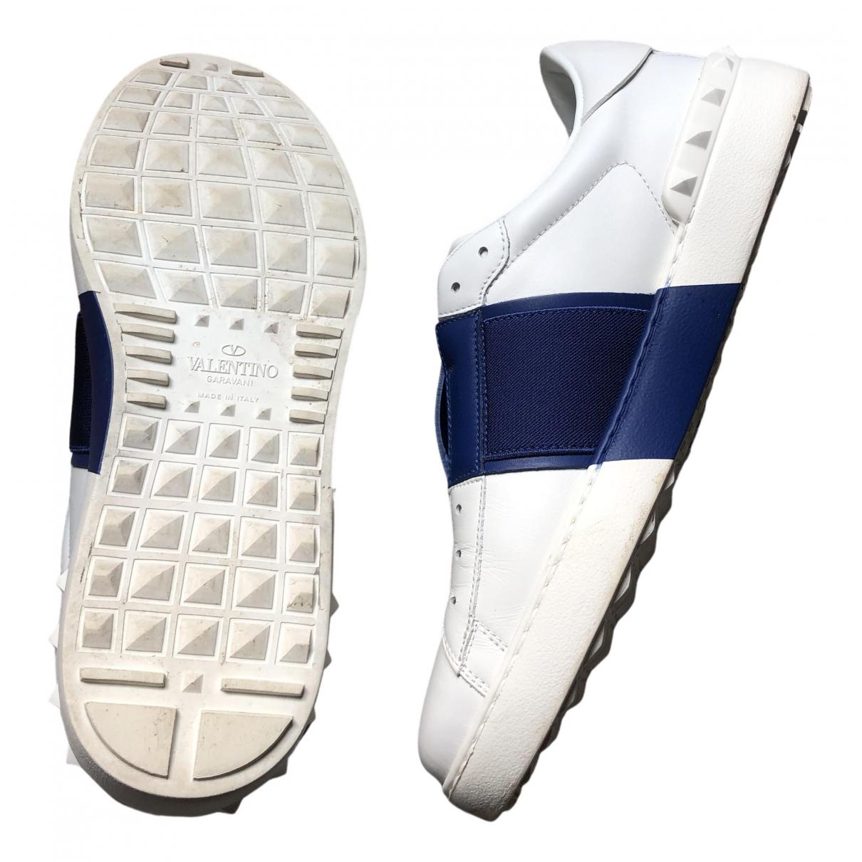 Valentino Garavani - Baskets Rockstud pour homme en cuir - blanc