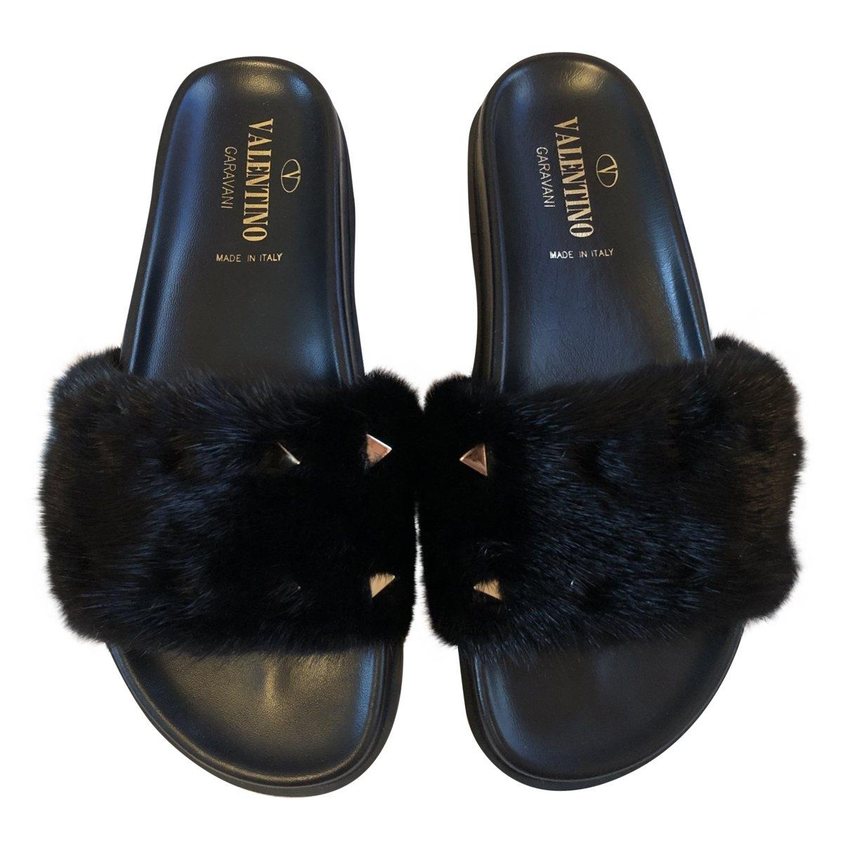 Valentino Garavani - Sandales Rockstud pour femme en vison - noir