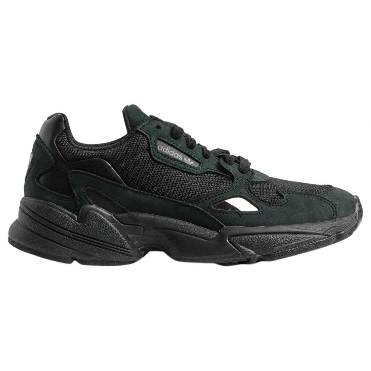 Adidas Falcon Sneakers in  Schwarz Leinen