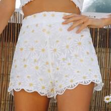 Shorts mit Bogenkante, Stickereien und Netzstoff