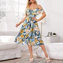 Schulterfreies Kleid mit Wickel Design am Saum, Guertel und Blumen Muster