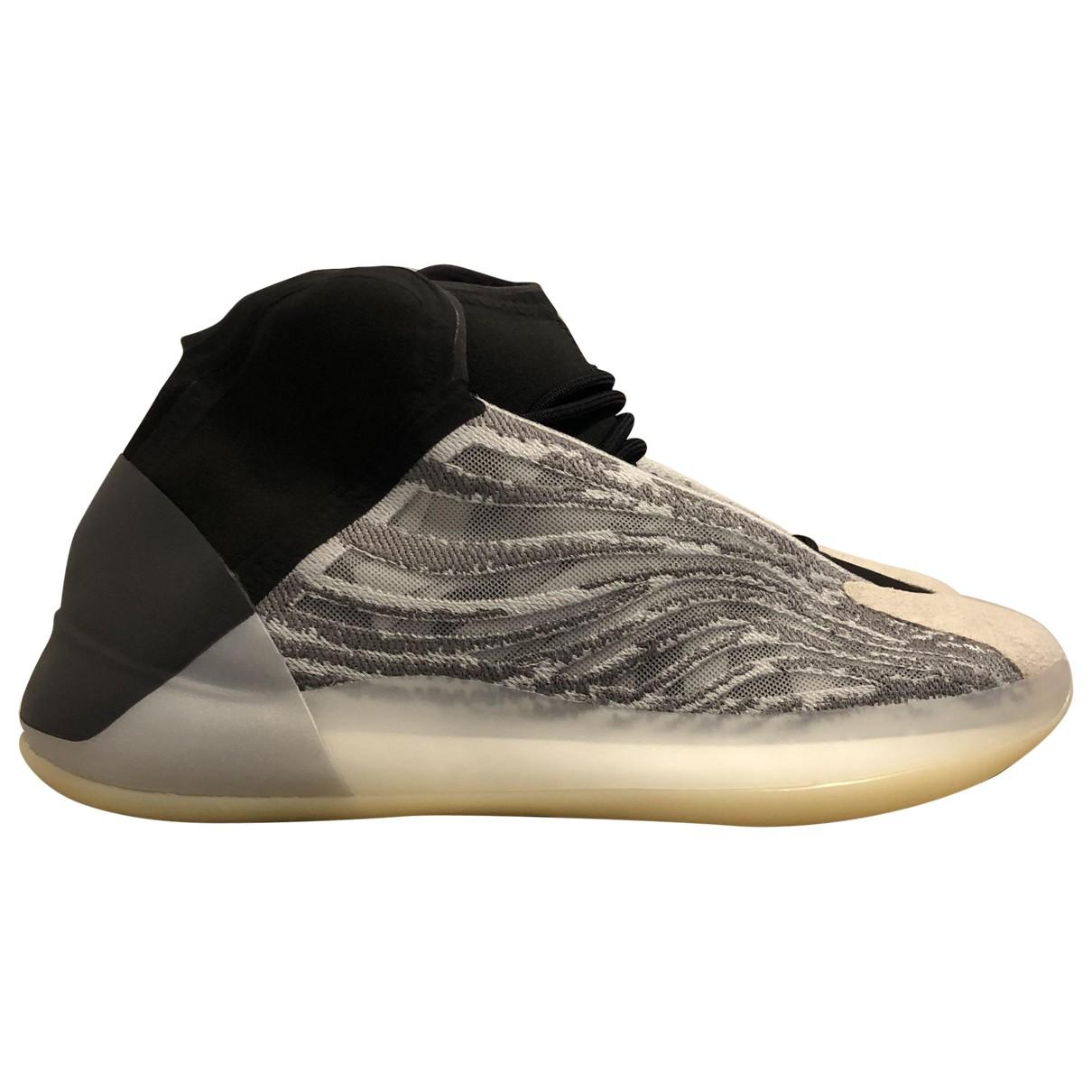 Yeezy X Adidas QNTM BSKTBL Sneakers in  Grau Kautschuk