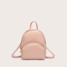Maedchen Minimalistischer Rucksack mit Tasche vorn