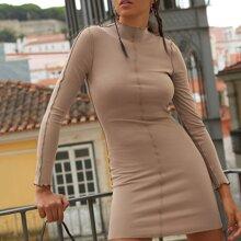 Kleid mit Naht Detail und gewelltem Saum