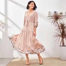 Kleid mit Muster und Knopfen vorn