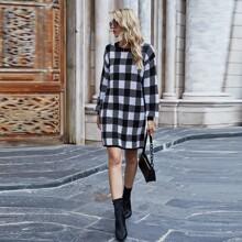 Pullover Kleid mit Karo Muster und sehr tief angesetzter Schulterpartie