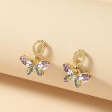 Ohrringe mit Strass Dekor und Schmetterling Anhaenger