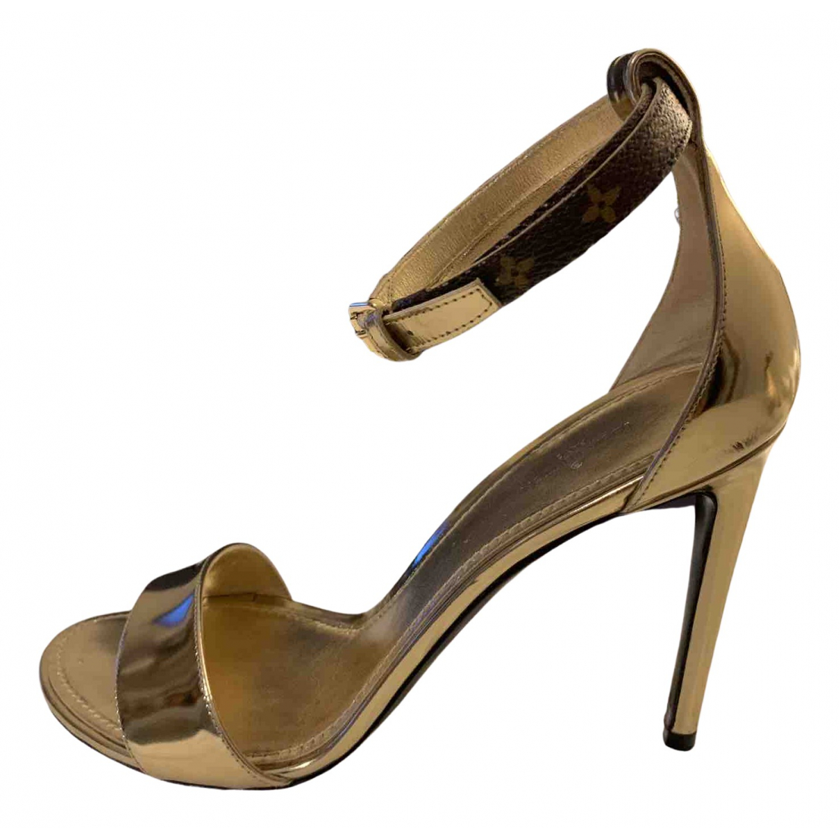 Louis Vuitton \N Sandalen in  Gold Lackleder