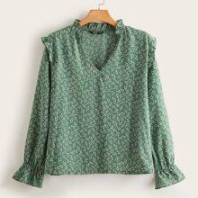 Bluse mit Gaensebluemchen Muster und Rueschen