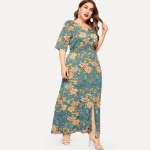 Kleid mit Blumen Muster und Schlitz