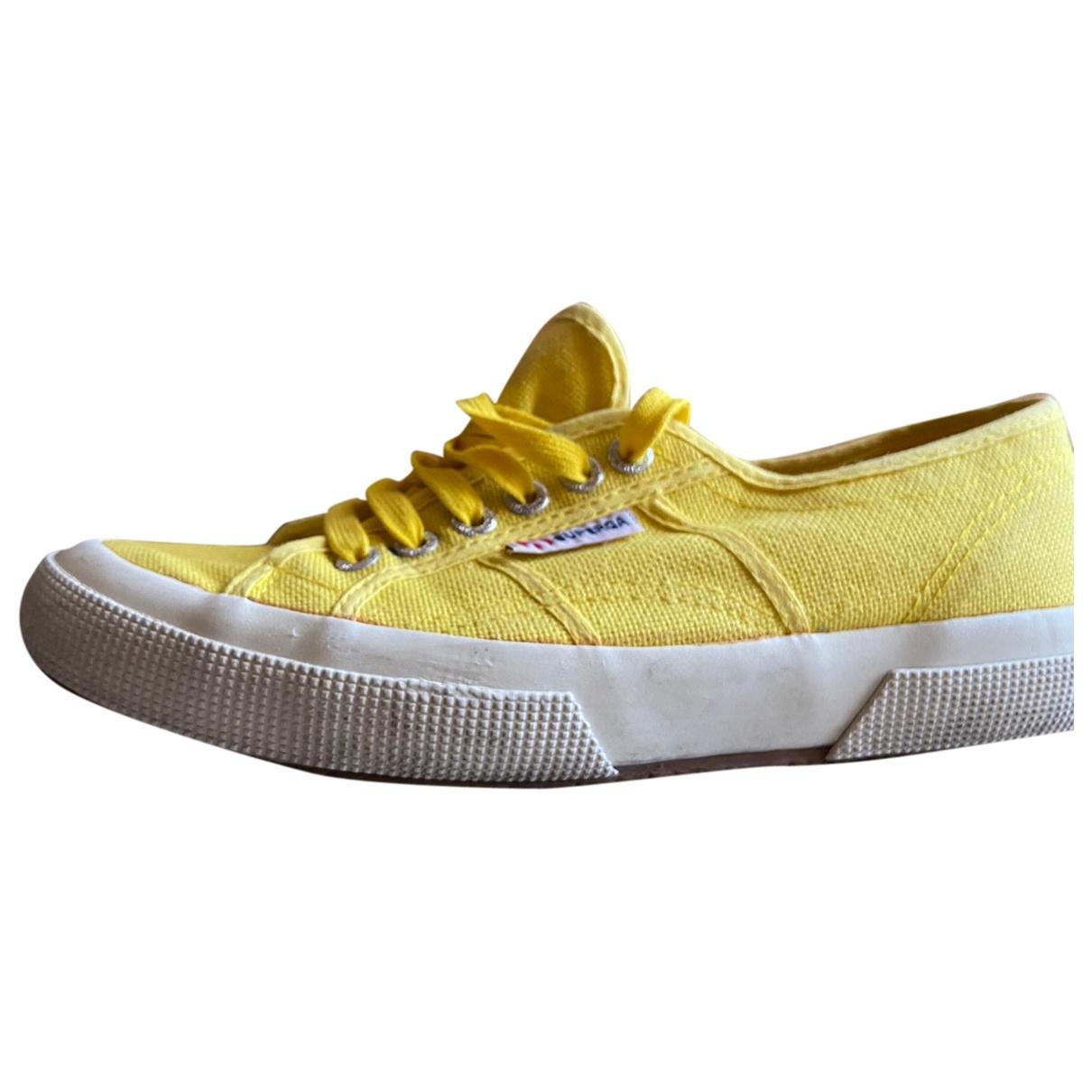 Superga - Baskets   pour femme en toile - jaune