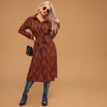 Kleid mit komplettem Muster, Knopfen vorn und Guertel
