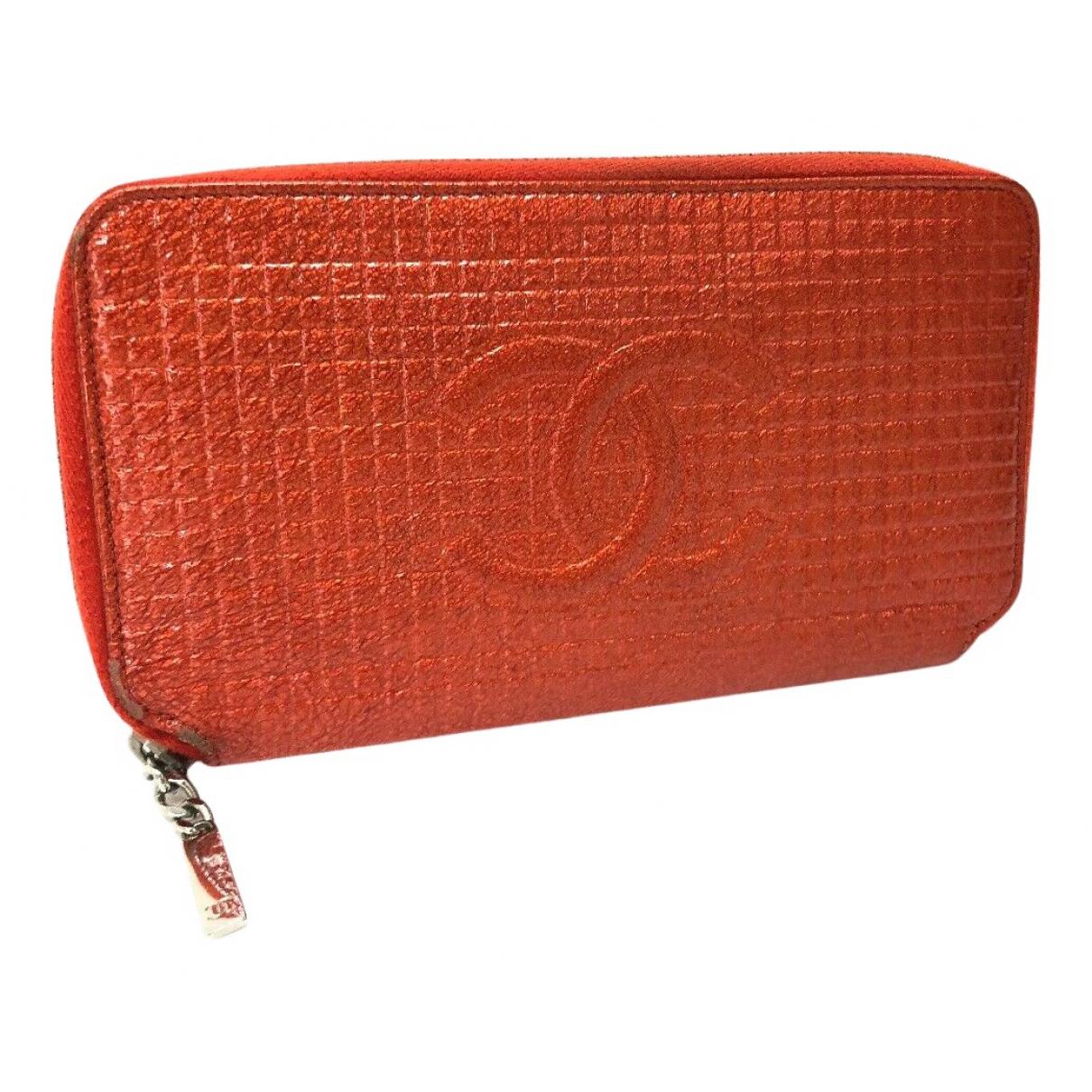 Chanel \N Portemonnaie in  Orange Lackleder