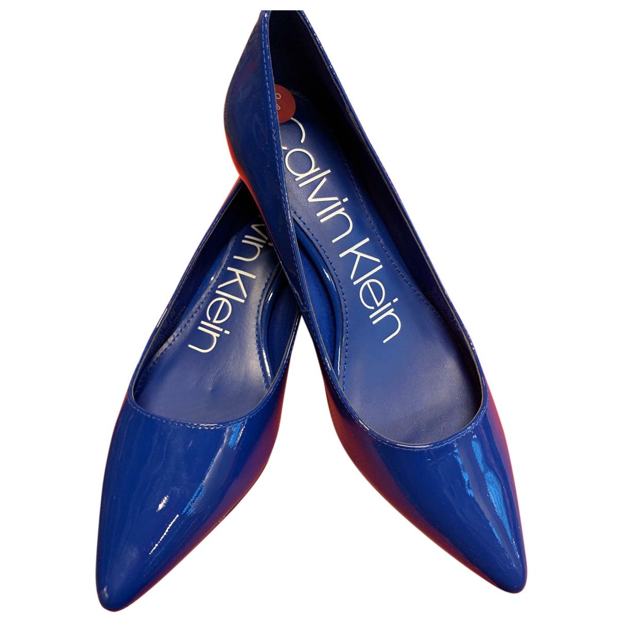 Calvin Klein - Escarpins   pour femme en cuir verni - bleu