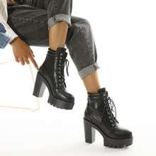 Stiefel mit Band vorn und Plattform